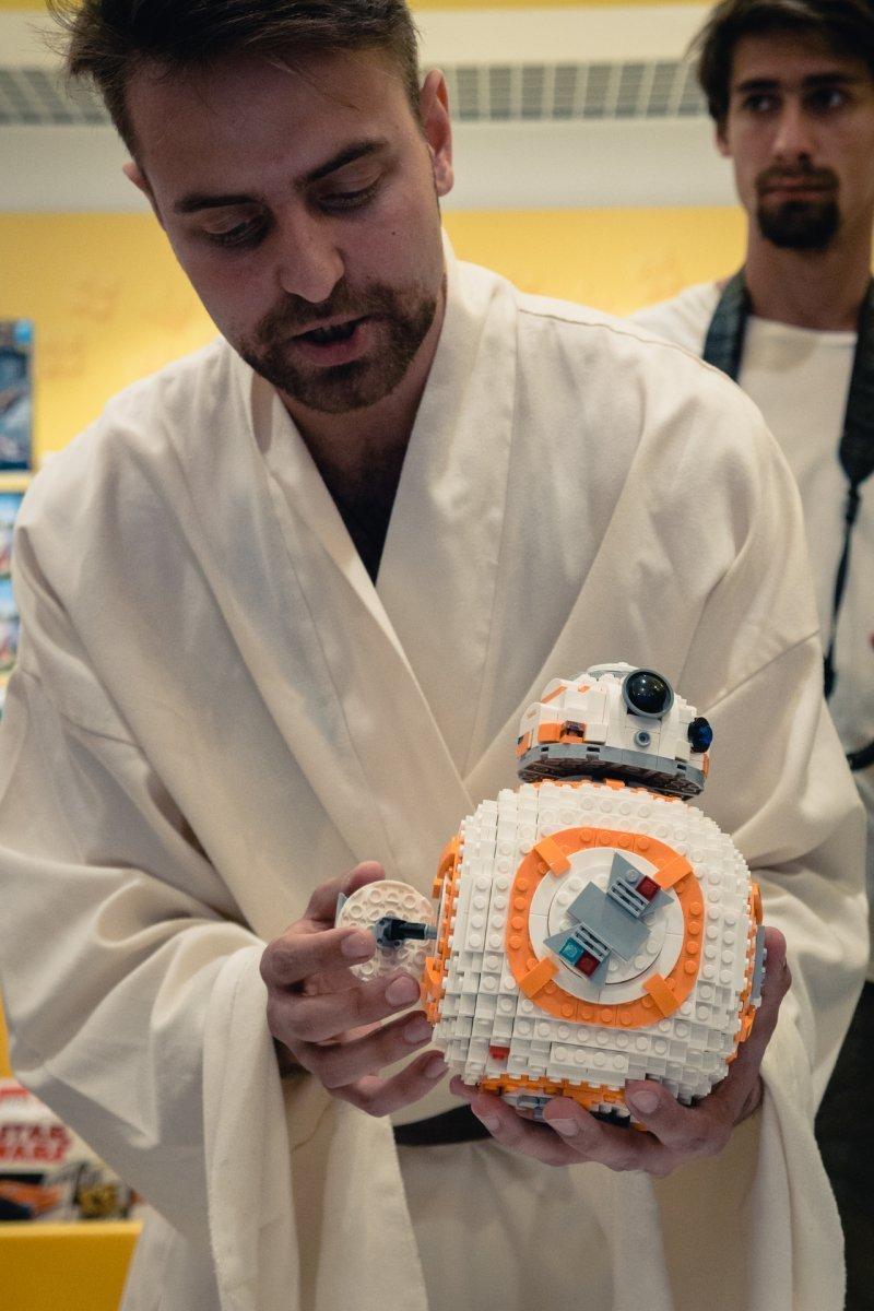 Игры по Звездным Войнам: LEGO представила в Москве наборы по фильму «Звёздные войны: Последние джедаи»